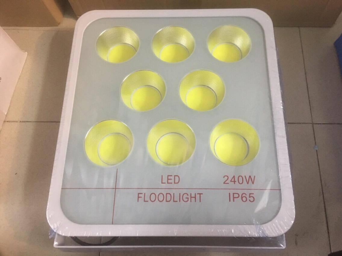 Đèn Pha LED Tụ Quang COB 240W