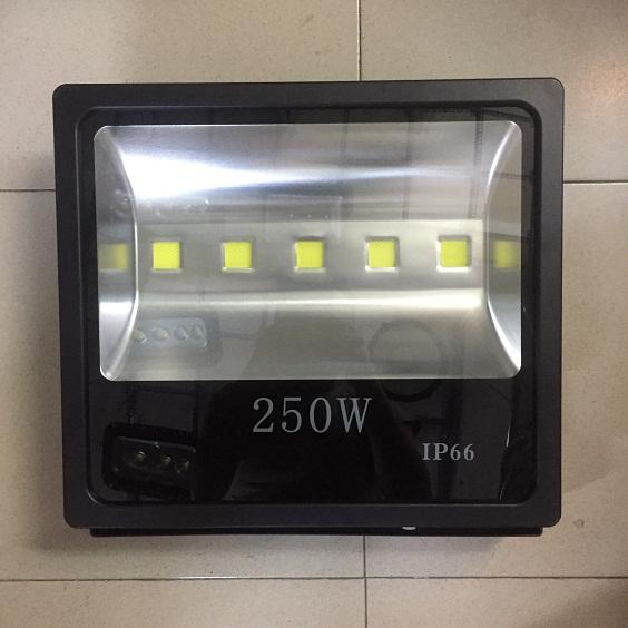 ĐÈN PHA LED 250W VỎ ĐEN