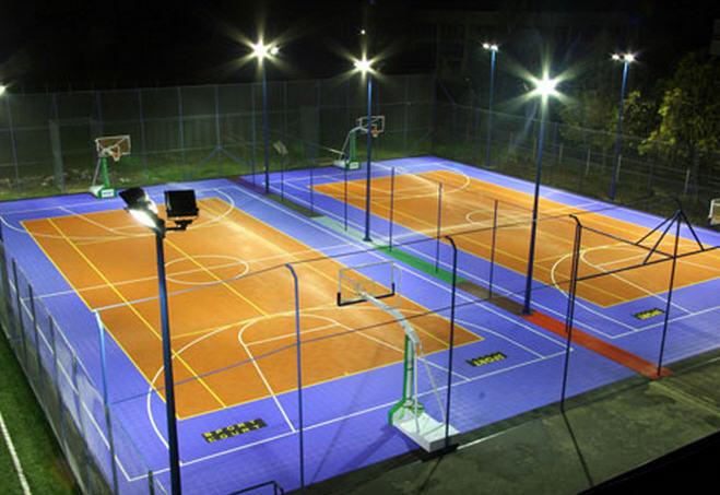 Đèn pha led chiếu sân tennis